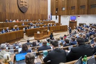 Parlament opäť