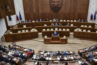 Poslanci počas rokovania 28. schôdze Národnej rady SR