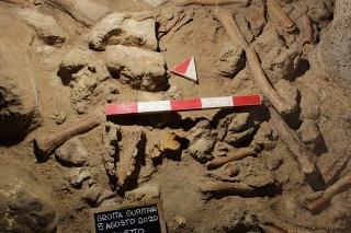 Talianski archeológovia našli pozostatky deviatich neandertálcov.