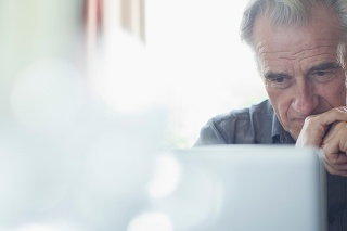 Podvodníci lákajú seniorov aj na bitcoiny či dedičstvo v zahraničí