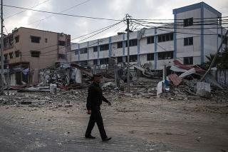 Izraelská armáda začala s útokmi na ciele Hamasu v Gaze.