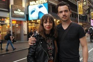Dávid Hartl s partnerkou.