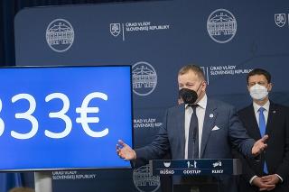 Vľavo predseda NR SR Boris Kollár (Sme rodina) a vpravo premiér SR Eduard Heger