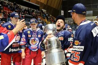 Hokejista Hraško chce titul  oslavovať rozumnejšie ako v roku 2013: Len toto chýbalo k dokonalosti.