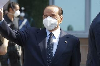 U Berlusconiho sa spočiatku neprejavili nijaké príznaky ochorenia COVID-19.