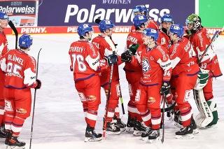Hokejisti Česka sa tešia po výhre 4:1 nad domácim Nemeckom vo štvrtkovom prípravnom zápase pred majstrovstvami sveta v Norimbergu 29. apríla 2021.