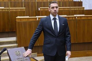 Juraj Gyimesi sa v pléne parlamentu rozhovoril o svojich sexuálnych skúsenostiach.