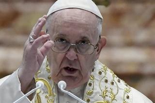 Pápež vyzval na spravodlivú distribúciu vakcín a ukončenie konfliktov vo svete.