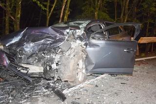 Pri dopravnej nehode v okrese Košice zahynula mladá spolujazdkyňa, päť ľudí sa zranilo.