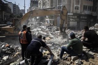 Pri izraelských náletoch na Gazu zomrelo 42 ľudí, Izrael útočil aj na šéfa Hamasu.