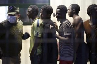 Do španielskej enklávy Ceuta sa opäť dostali stovky migrantov.