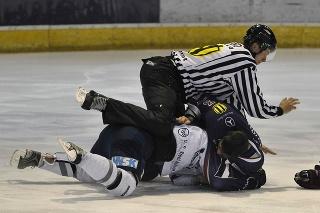 Peter Stano je jedným zo slovenských rozhodcov, ktorý bude pískať hokejové MS.
