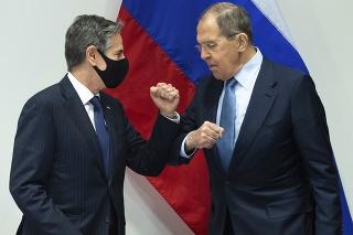 Šéf americkej diplomacie Antony Blinken a ruský minister zahraničných vecí Sergej Lavrov.