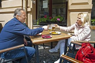 Európske krajiny uvoľňujú opatrenia a chystajú sa na návaly turistov.