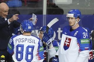 Hlavný tréner Slovenska Craig Edward Ramsay hovorí s hráčmi počas zápasu Veľká Británia - Slovensko.
