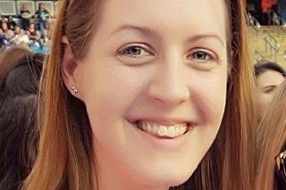 Detskú sestričku Lucy Letsby (31) z Herefordu obvinili z vraždy 8 bábätiek na novorodeneckom oddelení.
