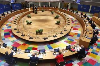 Lídri krajín EÚ počas rokovania na summite.