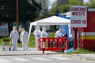 Mobilné odberné miesto pre testovanie pacientov s podozrením na ochorenie COVID-19 v areáli Fakultnej nemocnice s poliklinikou (FNsP) Žilina.