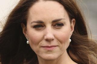 Vojvodkyňa mala perlové náušnice od kráľovnej Alžbety.