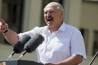 Bieloruský prezident Alexandr Lukašenko predstúpil pred svojich stúpencov.