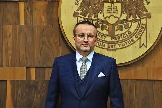 Vladimír Pčolinský je obvinený z brania úplatku za zastavenie sledovania podozrivého zo strany SIS.