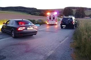 Zrážka cyklistu s autom sa skončila tragicky.