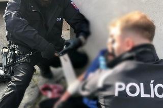 Incident si vyžiadal zásah policajtov.