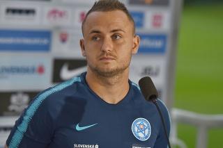 Slovenský futbalový reprezentant Stanislav Lobotka počas tlačového brífingu v Senci. Od Lobotku sa očakáva, že zastúpi Mareka Hamšíka.