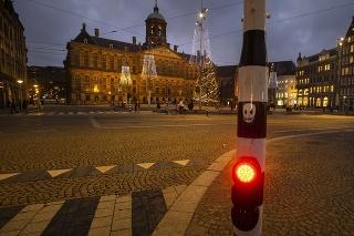 Ulice Amsterdamu sa vyľudnili.