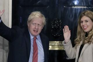 Britský premiér Boris Johnson a jeho partnerka Carrie Symonds