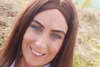 """Mladej mamičke sa jedlo zasekávalo """"cestou do brucha"""", vykľula sa z toho rakovina (Zdroj: Facebook/Leanne Molloy)"""