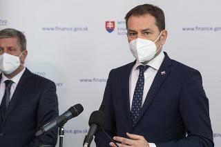 Zľava minister zdravotníctva Vladimír Lengvarský a minister financií Igor Matovič