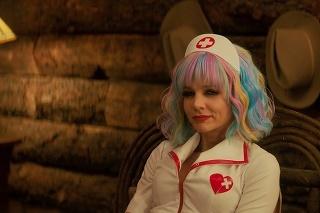 Carey Mulligan vo filme Nádejná mladá žena