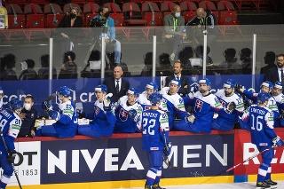 Na snímke hráči Slovenska sa tešia z gólu v zápase základnej A-skupiny Švédsko - Slovensko.