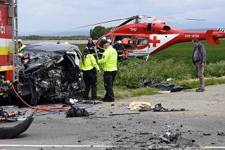 Následky vážnej dopravnej nehody nákladného a osobného vozidla za obcou Nový Ruskov v smere na mesto Sečovce v okrese Trebišov.