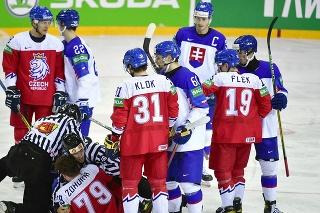 Na snímke bitka v zápase základnej A-skupiny Slovensko - Česko.