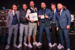 Zľava: Dušan Minka (basgitarista), Rasťo Toman (gitara), Jano Škorec (bicie) Mário Kuly Kollár (spev), Martin Cibulka (klávesy), Rišo Synčák (gitara)