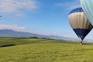 Pri lete balónov máte scenériu Liptova ako na dlani.