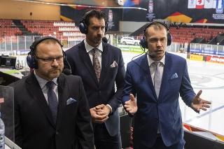 Na snímke štáb RTVS - sprava Matej Hajko, Boris Valábik a Pavol Gašpar pred zápasom základnej A-skupiny Švédsko - Slovensko na 84. majstrovstvách sveta v ľadovom hokeji v lotyšskej Rige v nedeľu 30. mája 2021.