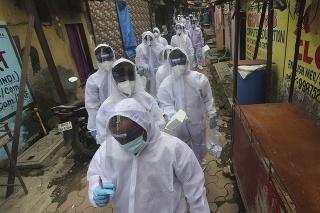 India prehráva boj s novým koronavírusom.