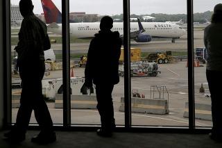 Delta Air Lines zrušila všetky odlety naplánované na pondelkové predpoludnie (archívne foto).