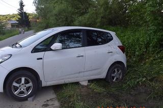 Zaparkované vozidlo sa dalo do pohybu a zrazilo päťročné dievčatko.