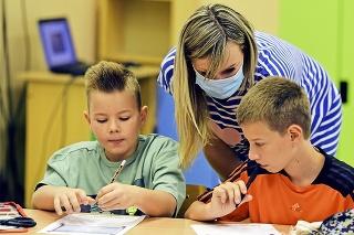 Deti budú tráviť čas v škole dopoludnia i popoludní.