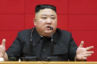 Kimovi prekážajú najmä juhokórejské programy ako seriál Núdzové pristátie na tebe (hore).
