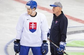 Na snímke zľava útočník Peter Cehlárik a hlavný tréner Craig Ramsay.