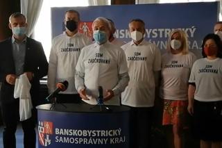 Politické strany v Banskobystrickom kraji spoločne vyzvali občanov, aby sa išli dať očkovať.