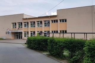 Trom učiteľkám predĺžená zmluva nebola, čo potvrdil aj vedenie školy.