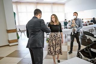 Starosta Polhory Michal Strnál gratuluje rodičom Tomášovi a Magdaléne k prírastku.