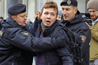 Aktivista a novinár Pratasevič skončil v cele pre kritiku režimu.
