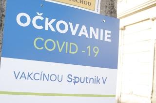 Prvý deň očkovania Sputnikom na Poliklinike cudzokrajných chorôb v Bratislave.